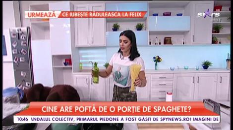 Raluca gătește spaghete cremoase cu sos de cașcaval