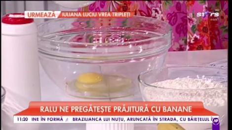 Ralu pregătește prăjitură cu banane