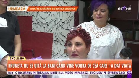 Cum o răsfață Andreea Tonciu pe mama ei: Mama mea stă toată ziua în salon