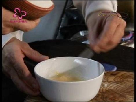 Supa de pui cu galusti si mujdei de usturoi
