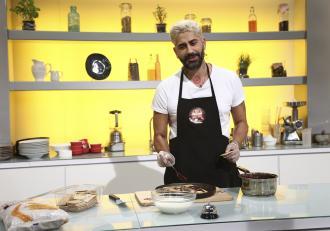 """Chefi la cuțite, 2 martie 2021. Connect-R a pregătit chefilor o rețetă inventată de el, numită """"tortul săracului"""""""