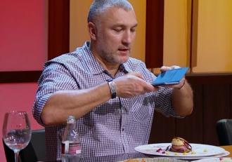 Finala Chefi la cuțite 2021. Ce chef a fost dezamăgit de desertul finalistului său. Cum arată ultimele farfurii ale finaliștilor